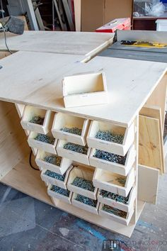 Bricolage maison facile Small parts bins, DIY workshop organization, workshop hacks, bolt bins