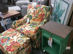 Etonnant A Pop Of Color Chairs America Swivel Rocker With Ottoman $599 Pacific  Paladin Accent Chair Side