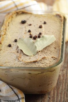 Chicken Liver Pate - worth a try Real Food Recipes, Chicken Recipes, Cooking Recipes, Yummy Food, Jewish Recipes, Chicken Liver Pate, Chicken Livers, Charcuterie, Tapas