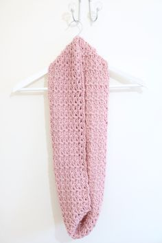Sarah-Jayne / 21st December 2014EASY Infinity scarf tutorial | CrochetEASY Infinity scarf tutorial | Crochet | Bella Coco