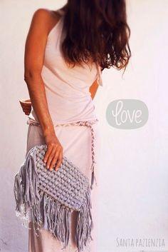 Cómo tejer un bolso de trapillo con flecos fácil - El Cómo de las Cosas Purse Patterns, Sewing Patterns, Diy Crochet, Crochet Hats, Yarn Bag, Macrame Bag, Crochet Handbags, T Shirt Yarn, Knitted Bags