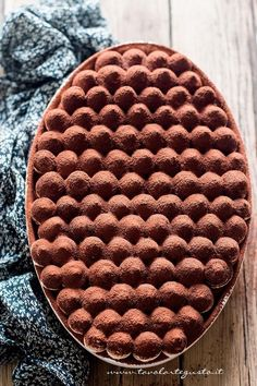 Tiramisù - Ricetta classica e veloce con uova pastorizzate. I just want to know how they made the top! Sweet Recipes, Cake Recipes, Dessert Recipes, Cupcakes, Cupcake Cakes, Let Them Eat Cake, Just Desserts, Creative Desserts, Love Food