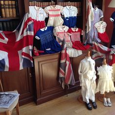 #childrensclothing #exhibition to #celebrate #60yearscoronation #london @petythallchelsea till 4pm today