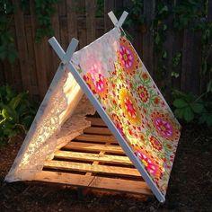 Uma ótima ideia para os pequenos acamparem. Diversão em casa. Tem mais ideias no www.ideiasdiferentes.com.br - Paletes para os pequenos.  Snapchat:  snapideias