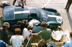 24 heures du Mans 1963 - Lola-MK6 GT #6 - Pilotes Richard Attwood / David Hobbs - Abandon Le Mans, Slot Cars, Race Cars, David Hobbs, Ford Gt40, Sports Car Racing, Monster Trucks, Monogram, Ephemera