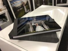 Crystal glance from Garphistudio, perfect for signature photos from a wedding