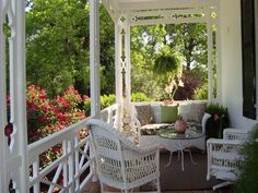 Outstanding 50 Best Decorating Screened Porch Ideas https://fancytecture.com/2017/04/22/50-best-decorating-screened-porch-ideas/ The idea of an outdoor living space isn't new. These ideas are hard to implement, as you are in need of a considerable budget to obtain the ideal appe...
