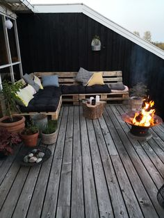 Discover recipes, home ideas, style inspiration and other ideas to try. Outdoor Rooms, Outdoor Decor, Love Garden, Backyard, Patio, Pallet Furniture, Coffee Shop, Living Room Decor, New Homes