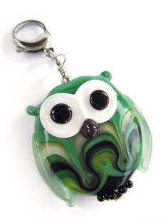Handmade Lampwork Bead – Glas-Anhänger Eule von glückskind-design auf DaWanda.com Glass Jewelry, Glass Beads, Jewelry Necklaces, My Glass, Lampwork Beads, Jewelry Ideas, Beading, Charms, Creatures