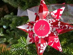 Cool Things to Make With Leftover Wrapping Paper - Origami Christmas Stars- Easy Crafts, Fun DIY Projects, Gifts and DIY Home Decor Ideas - Don't Trash The Christmas Wrapping Paper and Learn How To Make These Awesome Ideas Instead - Creative Craft Ideas for Teens, Tweens, Teenagers, Boys and Girls http://diyprojectsforteens.com/diy-projects-wrapping-paper