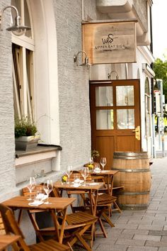 hotel fachada Restaurant-Tip: das Upper Eat Side in Mnchen Cafe Bar, Cafe Restaurant, Hostels, My Coffee Shop, Coffee Shops, Great Hotel, Cafe Design, Germany Travel, Places Around The World