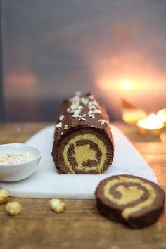Christmas Log Recipes, Christmas Cooking, Christmas Desserts, Christmas Time, Christmas Ideas, Yule Log Cake, John Whaite, Xmas Food, No Bake Treats