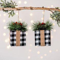 Diy Christmas Decorations For Home, White Christmas Ornaments, Black Christmas Trees, Ribbon On Christmas Tree, Christmas Signs Wood, Farmhouse Christmas Decor, Rustic Christmas, Christmas Décor, Diy Ornaments