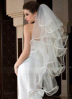 Fingertip Bridal Veils Tulle Four-tier Angel cut/Waterfall Cascade Scalloped Edge Bone Binding 43.31 in (110cm) White Ivory White Spring Summer Fall Winter A-line/Princess Sheath Mermaid Color & Style representation may vary by monitor 0.1 kg 0.15 kg Wedd