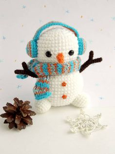 Crochet Dolls Patterns Amigurumi - free crochet snowman pattern - Christmas crochet is an exciting activity, it's a time to create holiday home decor and unique gifts. Bag Crochet, Crochet Teddy, Crochet Patterns Amigurumi, Crochet Gifts, Cute Crochet, Amigurumi Doll, Crochet Dolls, Crochet Things, Crochet Art
