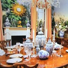 patricia-altschul-southern-charm-dining-room-blue-white-chinoiserie-pumpkins-zuber-wallpaper-charleston - The Glam Pad Autumn Decorating, Fall Decor, Decorating Tips, Patricia Altschul, Dining Room Blue, Dining Rooms, Fröhliches Halloween, Door Design Interior, Second Empire