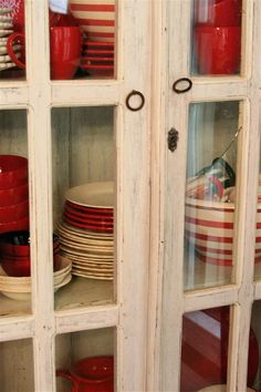 white cabinet with red dishes. Red And White Kitchen, Red Kitchen, Country Kitchen, Kitchen Decor, Cottage Living, Cottage Style, Red Farmhouse, White Cottage, Country Decor