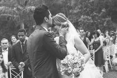 Depois de 2 anos de namoro Henrique pediu Jessicaemcasamentona praia com um lindo nascer do sol. Eles fizeram um lindo casório em Mairiporã - SP.