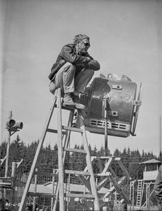 Steve McQueen Seated on Ladder Scene Excerpt from Film in Black and White High Quality Photo Steve Mcqueen, Old Movies, Great Movies, White Photography, Portrait Photography, The Great Escape, Iconic Photos, Chef D Oeuvre, Movie Stars