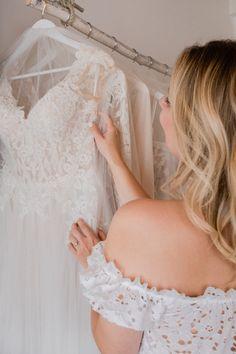 Brautkleid kaufen - 10 Tipps für den besonderen Moment Moment, Pretty Woman, Wedding Ideas, Invitations, Wedding Dresses, Fashion, Romantic Wedding Photos, Buy Wedding Dress, Moda