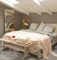 Casa de madeira no campo. Veja mais: http://www.casadevalentina.com.br/blog/materia/casa-de-madeira-no-campo.html #decor #decoracao #wood #madeira #cottage #campo #charm #interior #design #home #casa #bedroom #quarto #casadevalentina