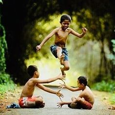 """In Indonesia, especially Java this game called """"Kilakan"""" Village Photography, Cute Kids Photography, Childhood Memories 90s, Childhood Games, Friendship Photography, Cute Baby Wallpaper, Village People, Happy Kids, Beautiful Children"""