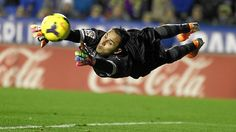 keylor navas - costa rica's superman in the 2014 world cup Solo Soccer, Soccer Goalie, Football Soccer, World Football, Football Kits, World Cup 2014, Fifa World Cup, Fc Barcelona, Real Madrid Photos