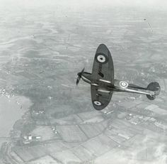 The first Spitfire in service, K5054: two blade fixed pitch propellor.