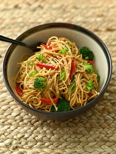 Peanut Noodle Bowls - Eat at Home 15 Minute Meals, Quick Meals, Rice Dishes, Pasta Dishes, Main Dishes, Peanut Noodles, Asian Recipes, Ethnic Recipes