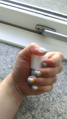 Daisy Inspired nails