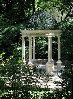 Love it in every season! Garden Whimsy, Love Garden, Garden Pool, Landscape Elements, Garden Landscape Design, Landscape Architecture, Gazebo Pergola, Garden Canopy, Longwood Gardens