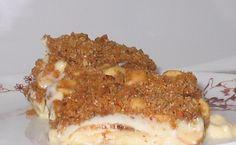 Cuca creme de maçã com farofa de amendoim