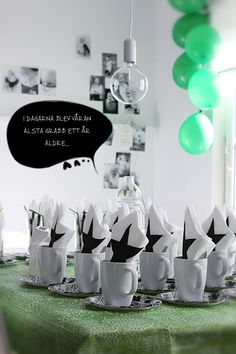 I love a simple Black and White theme! Black And White Coffee, Black And White Stars, Black And White Theme, Balloon House, Green Party, Love Design, Tablescapes, Party Time, Celebrations