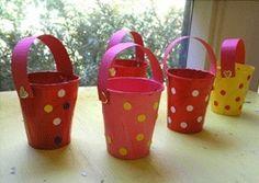 Decora con vasos desechables - LaCelebracion.com. Macetas para caramelos o para unas servilletas de colores.