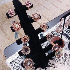 Anéis lindos da Maria Santa😍 @mariasantabijus #jewelry #jewels #fashion #trendy #accessories #style #blog #blogger #blogueirasbrasil #glam #joias #pink #moda #pinit #tendencia #diamonds #bloggerstyle #fashionblogger #bijoias #feirabijoias #fashiongram #blogueira #vidadeblogueira #instablog #panelaobgs #soubgs #inxtalove #blogueirasever #instabgs #blogsdaliga #vsco #lifestyle . . . . .  www.carolinebeltrame.com.br @feirabijoias
