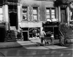 manhattan in 1950  on the Lower East Side