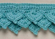 Crochet Shell Edging: Tiered Offset Shells in Rows ༺✿ƬⱤღ  http://www.pinterest.com/teretegui/✿༻