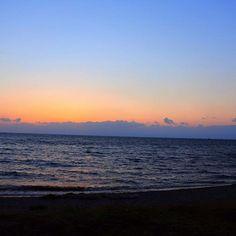 【knmiiixx】さんのInstagramをピンしています。 《大好きな先輩の結婚式のため静岡へ🏃💨 天気はなまる〜〜👌💕 #晴天 #晴れ女 #海 #ビーチ #サンセットマニア #グラデーション #自然を感じる #自然に感謝 #癒し #カメラ女子 #女子カメラ #写真が好き #ニコン #ミラーレスカメラ #nikon1j5 #beach #sea #photolife #sunset》
