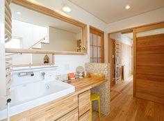 水回り Japanese House, Bathroom Inspiration, Corner Bathtub, Powder Room, New Homes, House Design, House Styles, Interior, Dresser