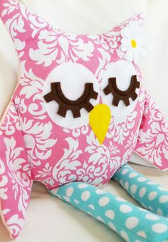 Owl Sewing Pattern - Owl Pillow - PDF by hemccoy on Etsy. She has several cute owl pillow patterns! http://www.etsy.com/shop/hemccoy?ref=seller_info