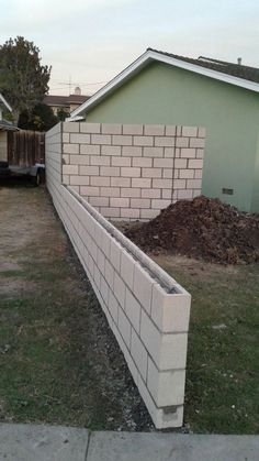 ✔ 50 cheap and easy front yard curb appeal ideas that everyone can do 34 Related Concrete Block Walls, Cinder Block Walls, Brick Block, Outdoor Landscaping, Front Yard Landscaping, Cinderblock Fence, Above Ground Pool Decks, Backyard Play, Patio