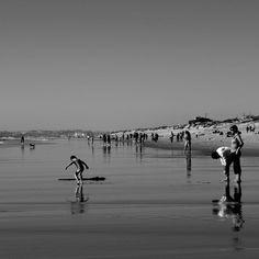 Un po' di pace basta a rivelare dentro il cuore l'angoscia, limpida, come il fondo del mare. Pier Paolo Pasolini Relaxing jornalistasdeimagens bnw_captures beach