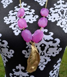 Great giveaway--hurry, ends 9/26/14: Pink beads and gold oyster shell necklace from 3 Little Beads Etsy shop.