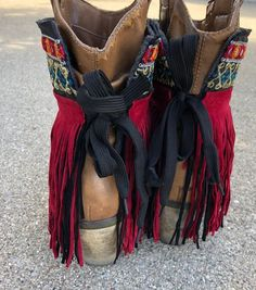 Bohemian Boots, Gypsy Boots, Boho Hippie, Fringe Boots Outfit, How To Make Boots, Botas Boho, Cowboy Boot Outfits, Boot Bracelet, Boot Jewelry
