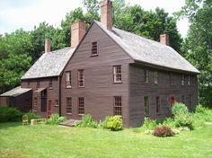 I want this house! Colonial House Exteriors, Colonial Exterior, Colonial Style Homes, Colonial Architecture, House Paint Exterior, Saltbox Houses, Old Houses, Gray Houses, Rustic Houses