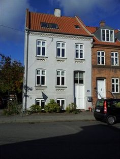 Valdemarsgade 48, 8000 Århus C - Stort, velholdt byhus med solrig, sydvestvendt have midt i Aarhus C