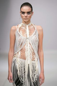 Iris Van Herpen is a Dutch born fashion designer. She graduated in 2006 at Artez Academy Arnhem in the Netherlands. She shows her collect. 3d Fashion, Fashion Details, Couture Fashion, Runway Fashion, High Fashion, Fashion Design, Fashion Trends, Iris Van Herpen, Textiles