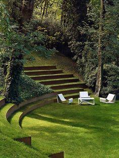 Lounge com Mobiliário Branco em Jardim