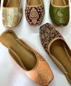 #Juttis Indian Shoes, Jaipur, Clogs, Beauty Makeup, Footwear, Journal, Sandals, Lady, Heels
