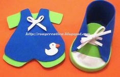 Souvenir para fiestas de Baby shower: zapatitos de goma eva